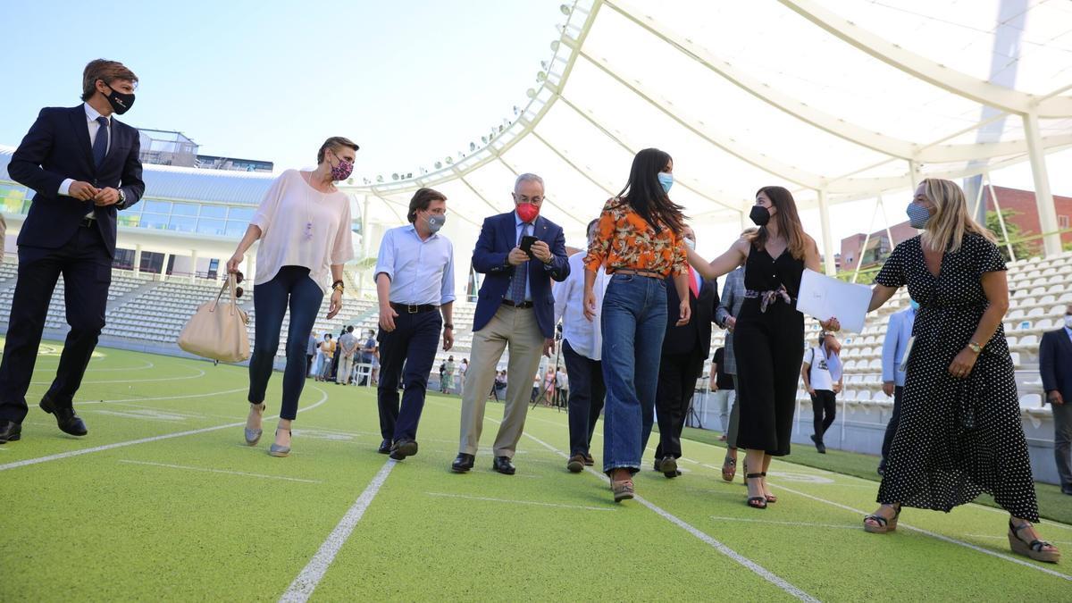 José Luis Martínez-Almeida y Begoña Villacís, en la despedida de los olímpicos.