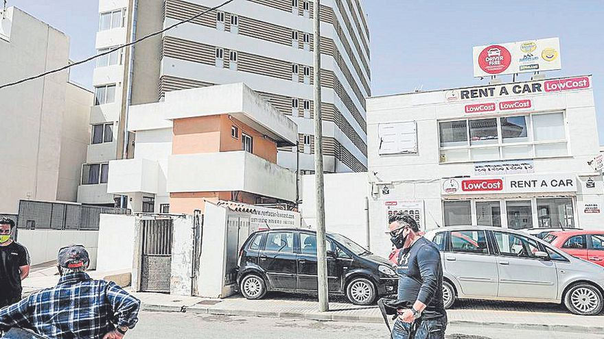 Alarma por un incendio junto a un hotel en Can Pastilla