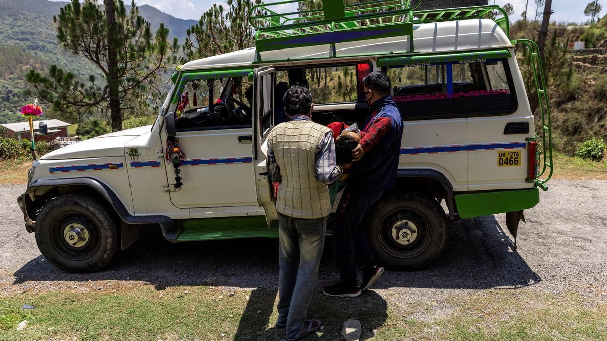 La escasez de recursos pasa factura en el Himalaya con las muertes causadas por coronavirus.