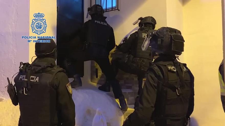 Catorce detenidos por vender droga en una vivienda del Palo