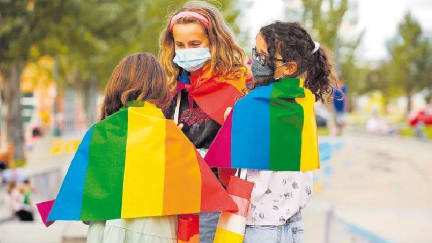 Acoso a una niña de 12 años por exhibir los colores del arcoiris