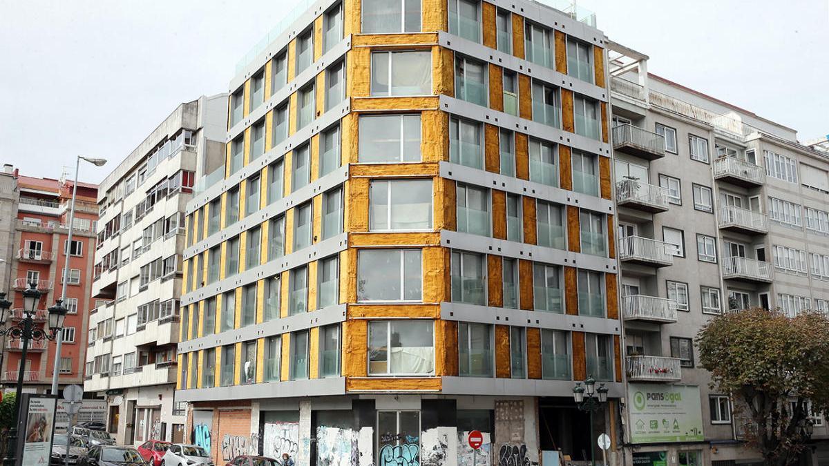 Edificio okupado en la Gran Vía de Vigo