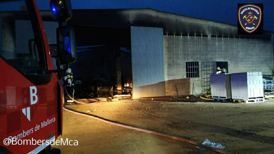 Un incendio destruye una nave agrícola en Selva