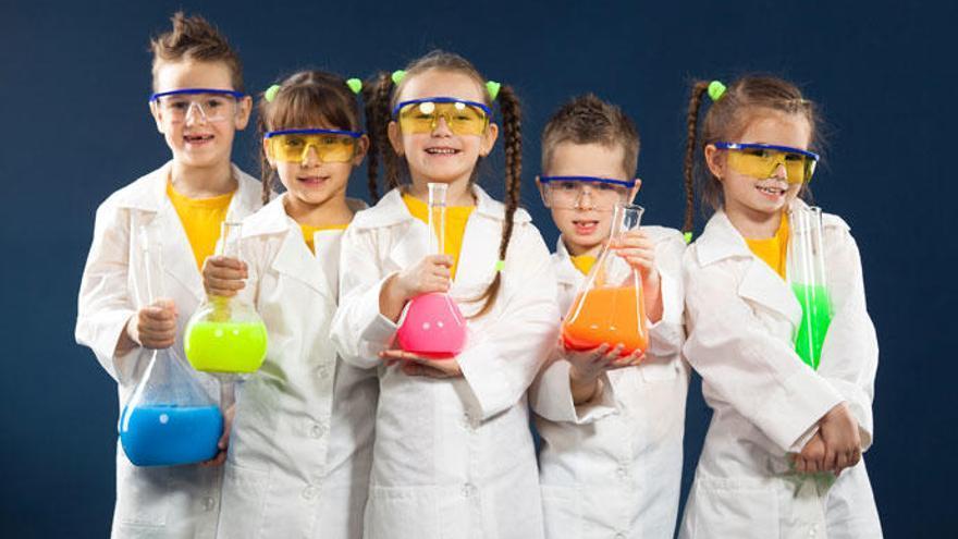Cinco experimentos científicos para hacer con niños en familia