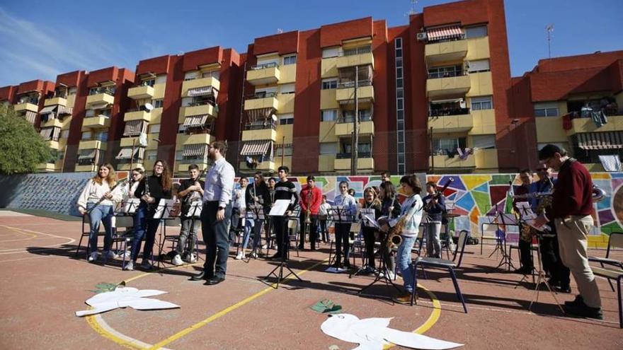 """La Unión Musical y el """"Cole"""" Cuba de la mano en el Día de la Paz"""