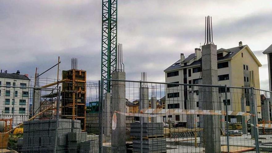 """El sector inmobiliario de Navia celebra un plan de ordenación """"acorde a los tiempos"""""""