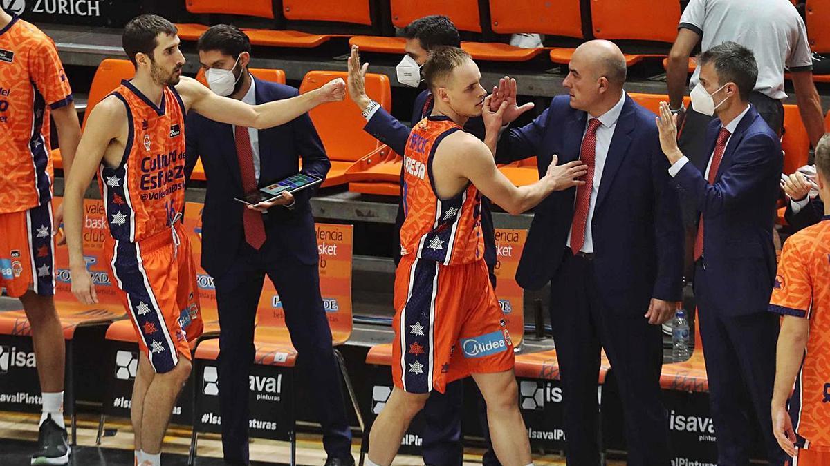 El Valencia Basket intentará encontrar su versión competitiva europea en Kaunas. | J.M. LÓPEZ