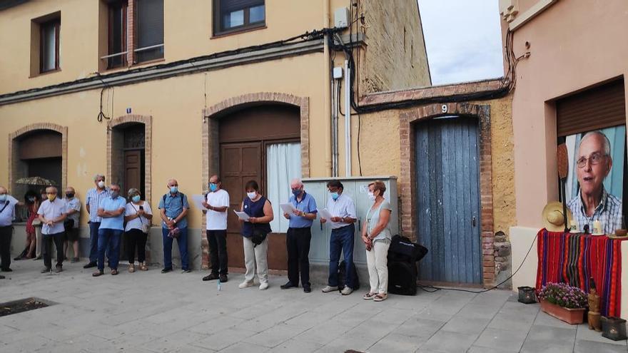 EN FOTOS   El comiat al bisbe emèrit davant la casa on va néixer