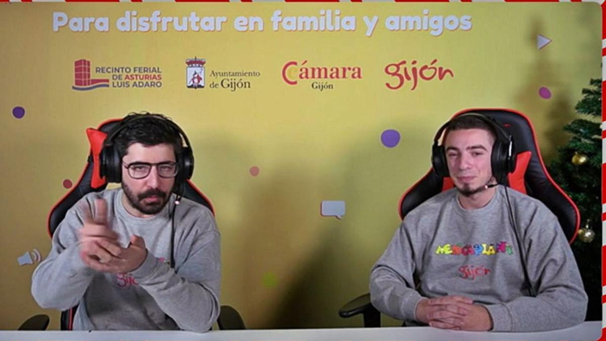 """Fonso Rodríguez y Sergio Navas retransmiten un torneo de """"Fornite"""", ayer."""