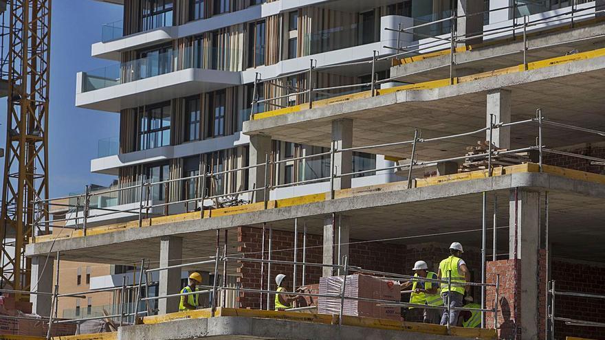 Playa de San Juan concentra la mitad de los pisos nuevos que están a la venta