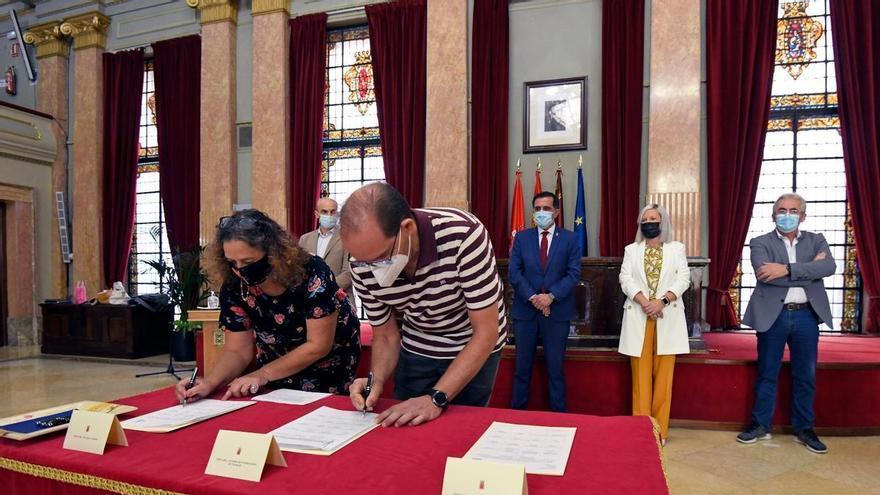 Pactan la carrera profesional de los funcionarios municipales, que cobrarán entre 50 y 100 euros más al mes