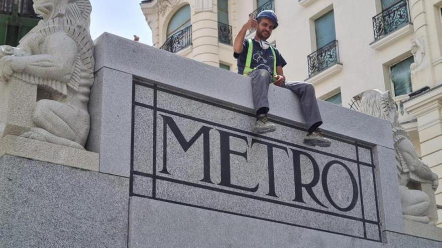 Esculturas esculpidas en Tomiño en el metro de Madrid