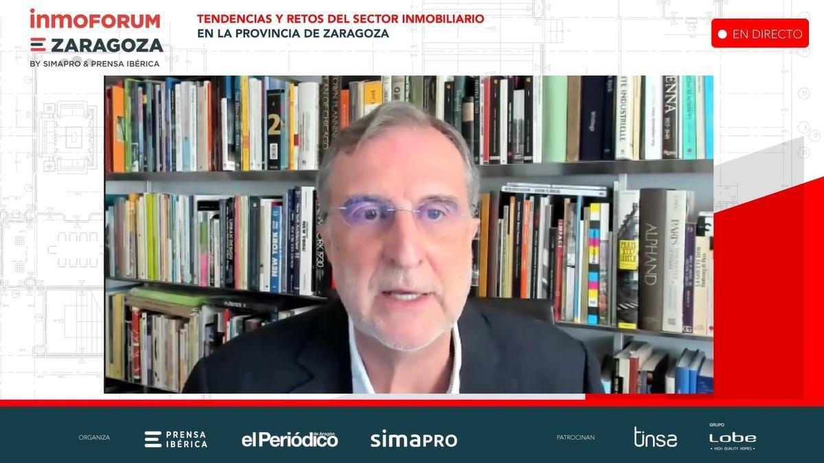 José María Ezquiaga durante su presentación sobre regeneración urbana.