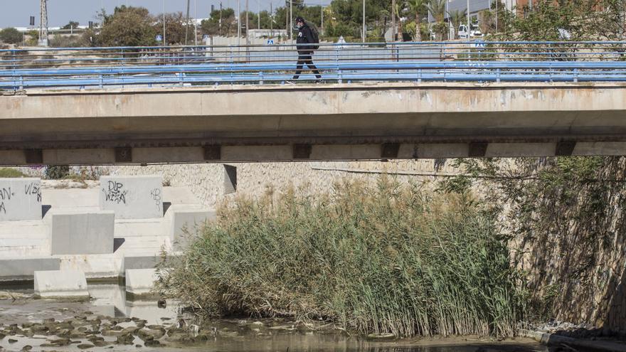 Nadie quiere limpiar el Barranco de las Ovejas en Alicante, una bomba de relojería ante una gota fría