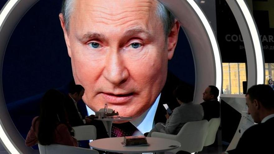 Putin arremete contra EEUU y el Reino Unido por el incidente con el destructor británico