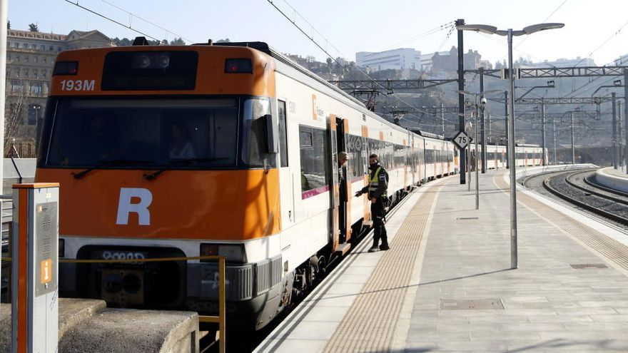 Retards a l'R4 i l'R3 per la supressió de trens per una «vaga de zel» dels maquinistes, segons Renfe