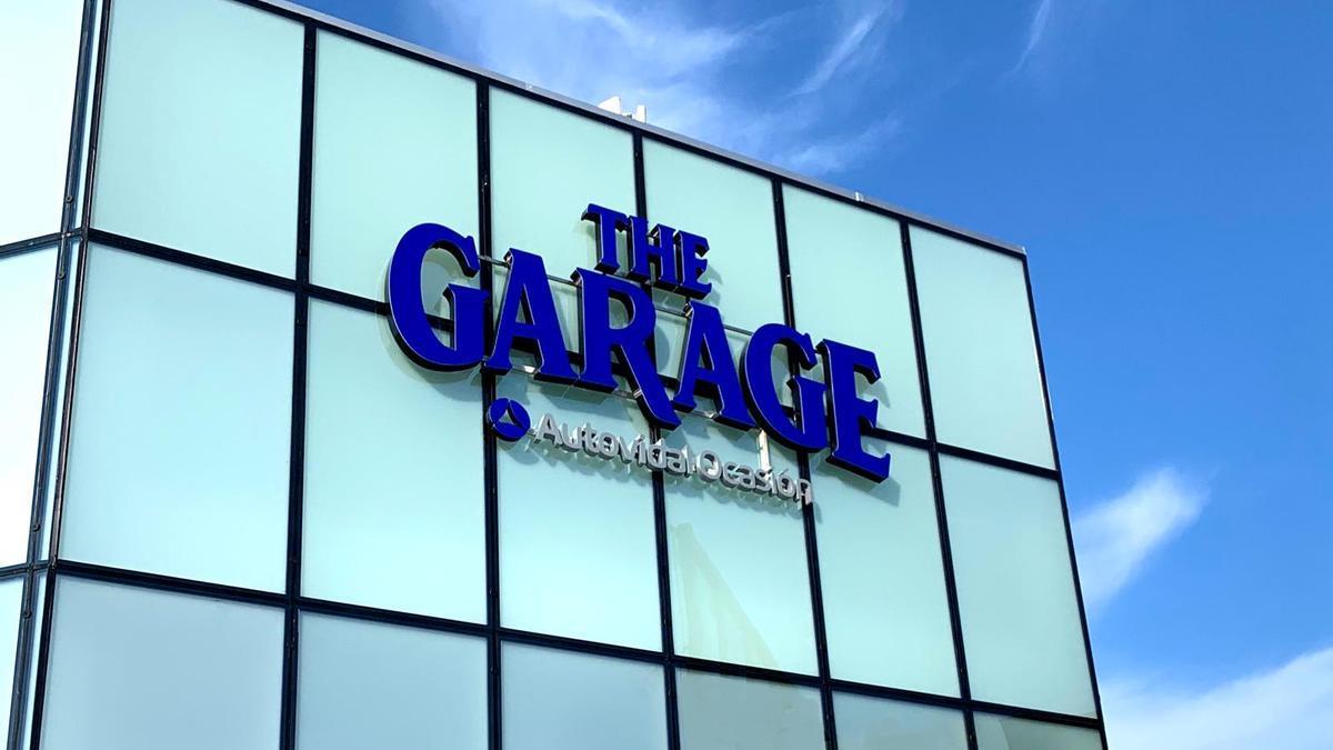 The Garage, departamento de vehículos de ocasión del grupo Autovidal renueva su espacio de atención al público y exposición de vehículos