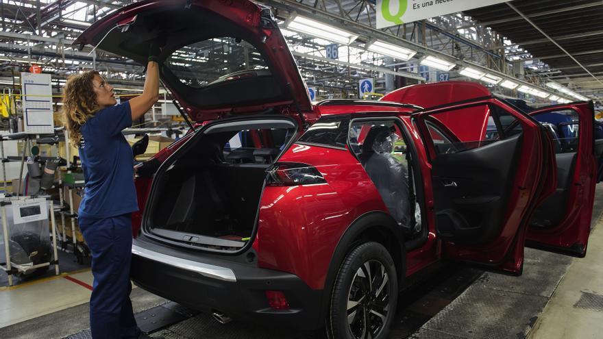PSA-Vigo dejará de fabricar los domingos hasta final de año por la caída de las ventas
