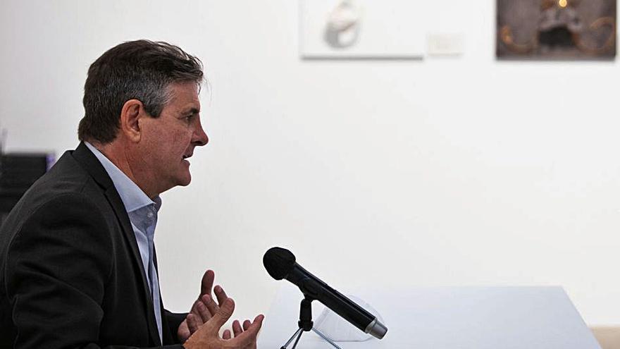 Eduardo Alcalde, comisario de la muestra, durante la rueda de prensa celebrada en Valencia para dar a conocer la muestra.