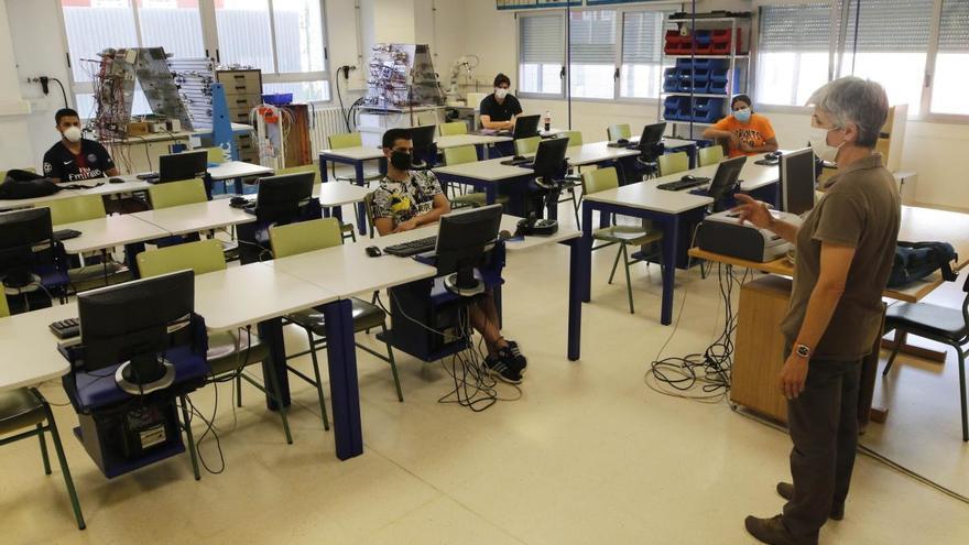 Llegan los refuerzos a Secundaria, Bachillerato y FP: la Xunta anuncia 1.107 nuevos profesores