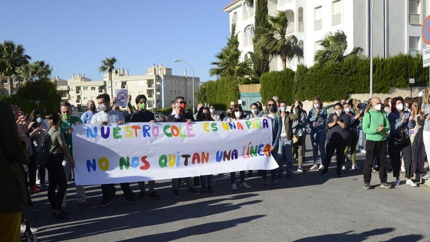 Protestas por la supresión de un aula de tres años en el CEIP El Pinillo de Torremolinos