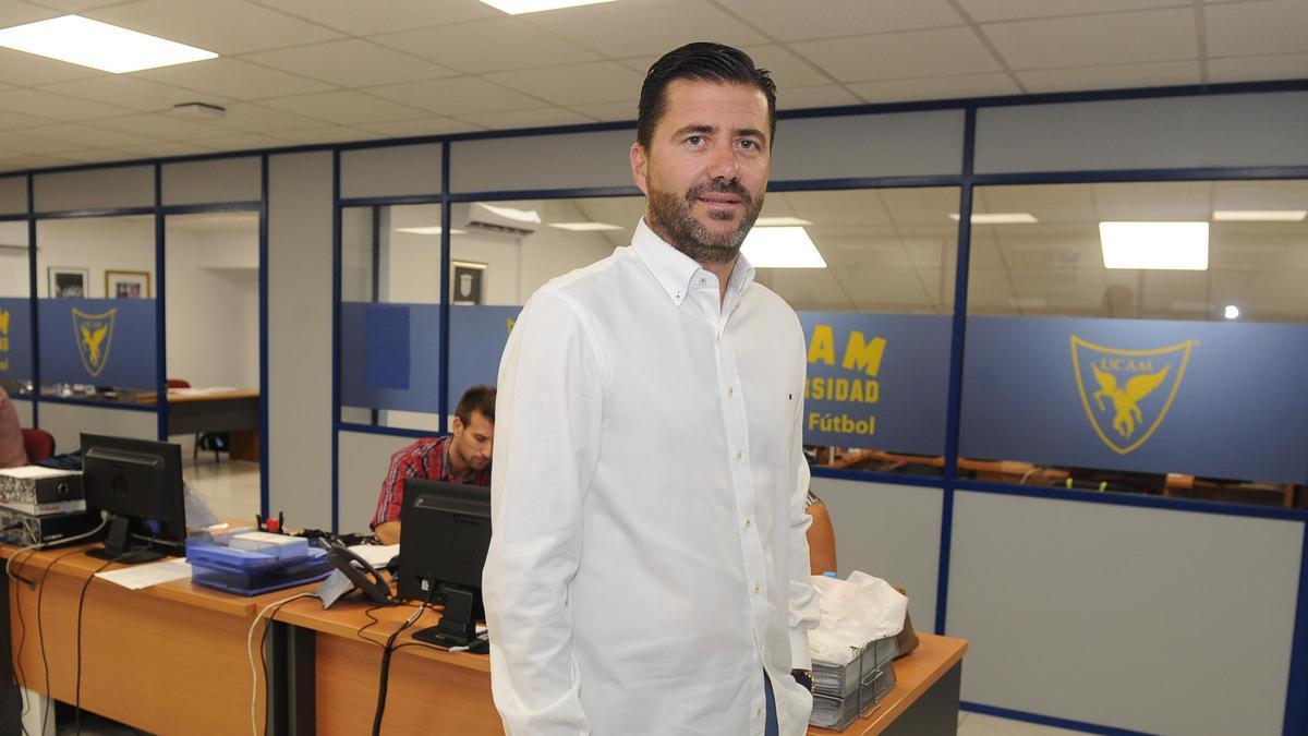 Pedro Reverte, en las oficinas de La Condomina.