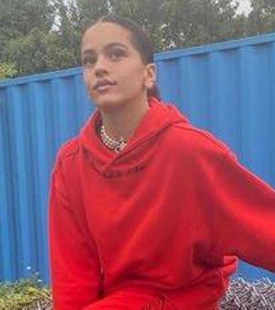 Vestir en chándal, la tendencia que empezó con Rosalía y ahora es un must en todos los armarios