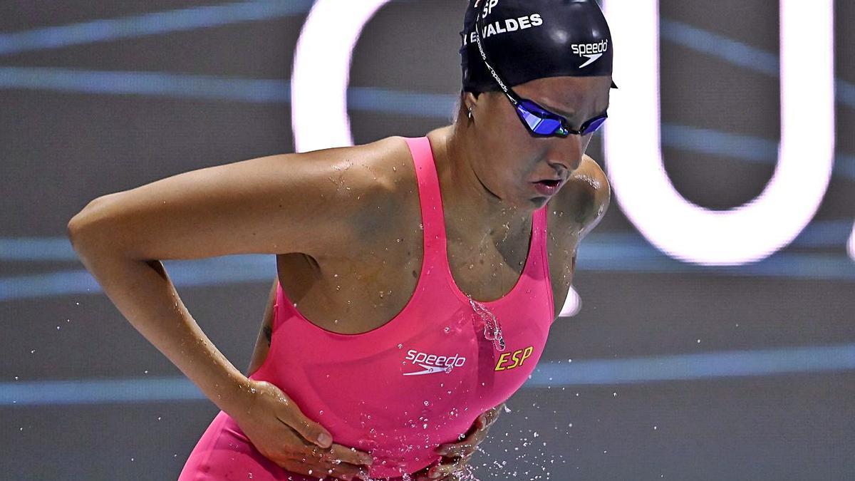 María de Valdés, del Club Natación Liceo, ayer antes de la final de 800 metros libres. |  // EFE