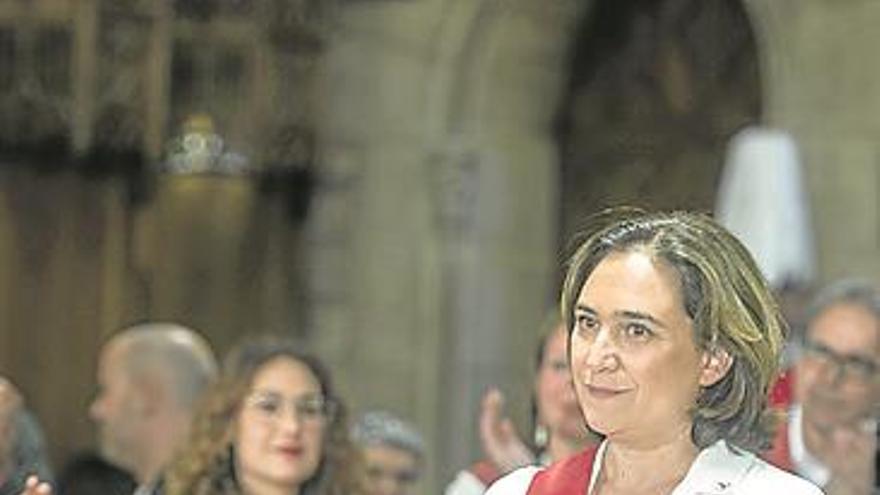Colau, reelegida con los votos del PSC y tres de Valls «en un día triste»