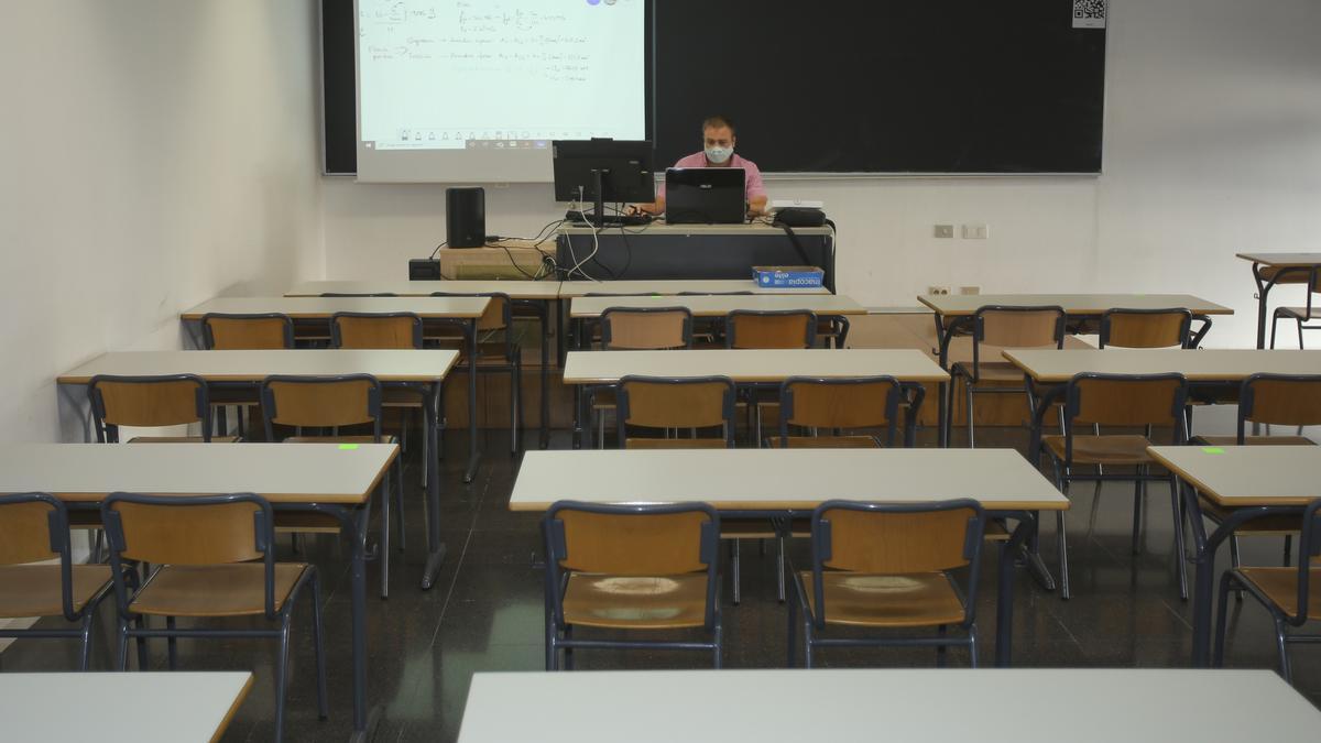 Primer día de clase en la UA con los alumnos en sus casas
