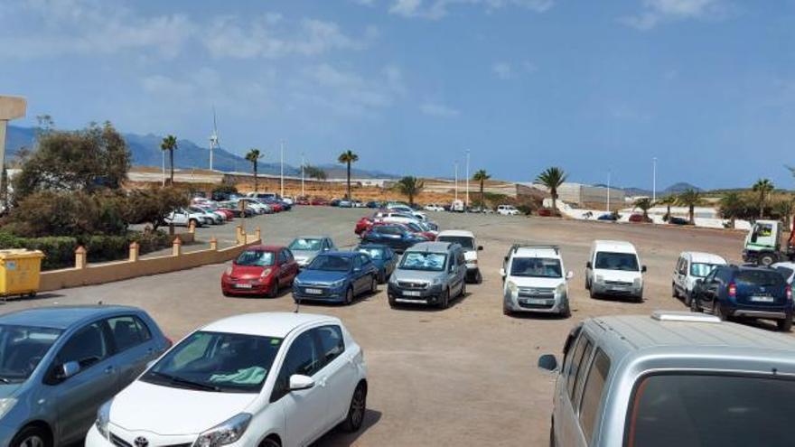 El Ayuntamiento descarta rehabilitar el aparcamiento de tierra de Melenara