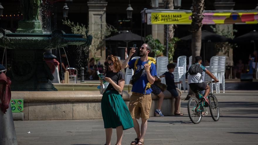 España recibe unos 4,4 millones de turistas extranjeros en julio, un 78% más
