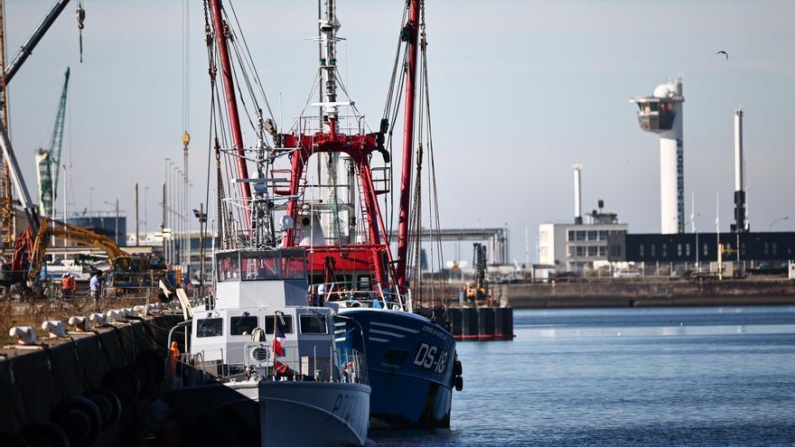 Francia toma las primeras medidas de represalia contra el Reino Unido por la disputa pesquera