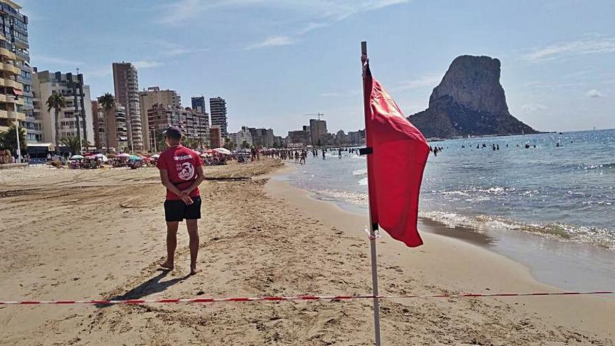 Calp evita que las aguas fecales lleguen a la playa tras romperse dos colectores