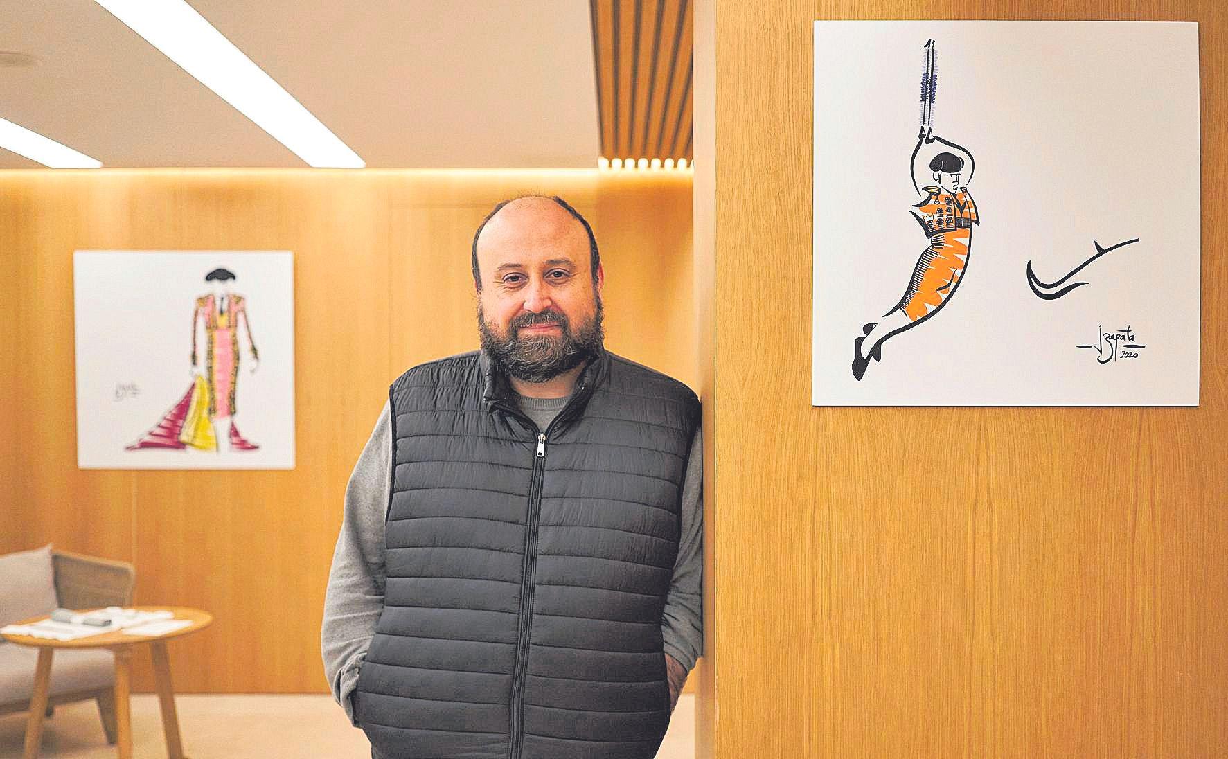 Joaquín Zapata expone sus dibujos en el Hotel Saratoga.