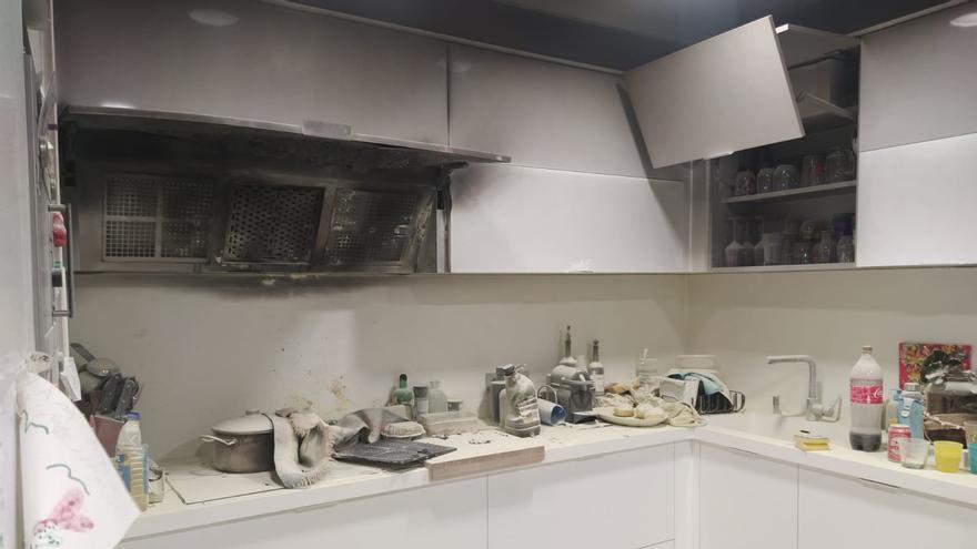 Una sartén olvidada incendia una cocina en Poio