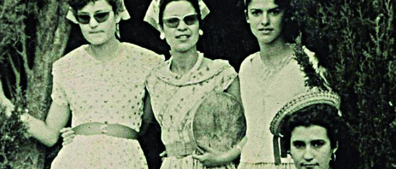 Amigas en la finca de la Cruz, el 13 de julio de 1958.