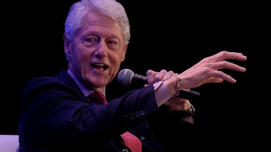 El expresidente Bill Clinton espera recibir el alta hospitalaria este domingo