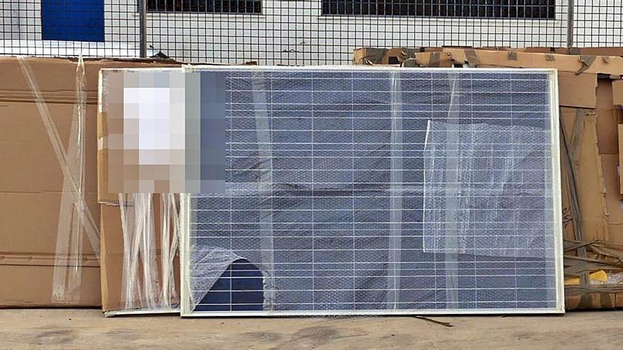 Roban placas solares y las meten en un contenedor que iba a Guinea Bissau