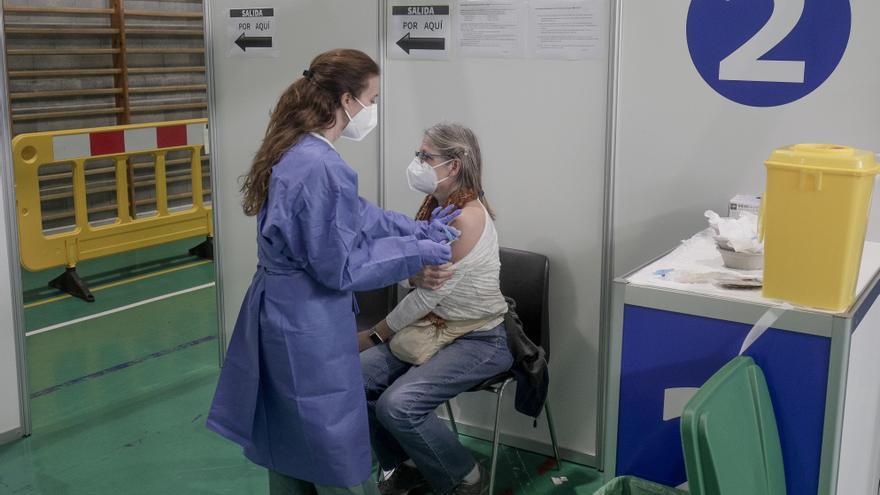 Coronavirus en Baleares: Los muertos desde el inicio del proceso de vacunación caen un 80%
