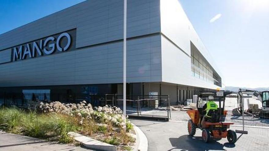 Mango presenta un expedient temporal per a 4.767 treballadors pel coronavirus
