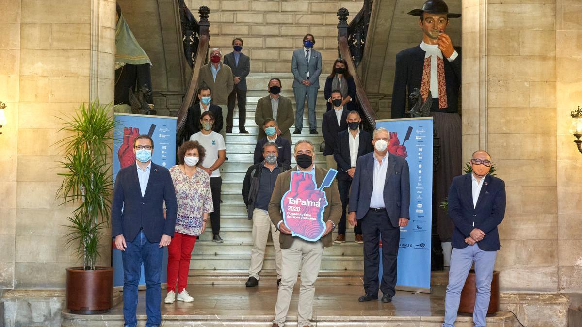 Foto de grupo con los patrocinadores y colaboradores de TaPalma 2020.