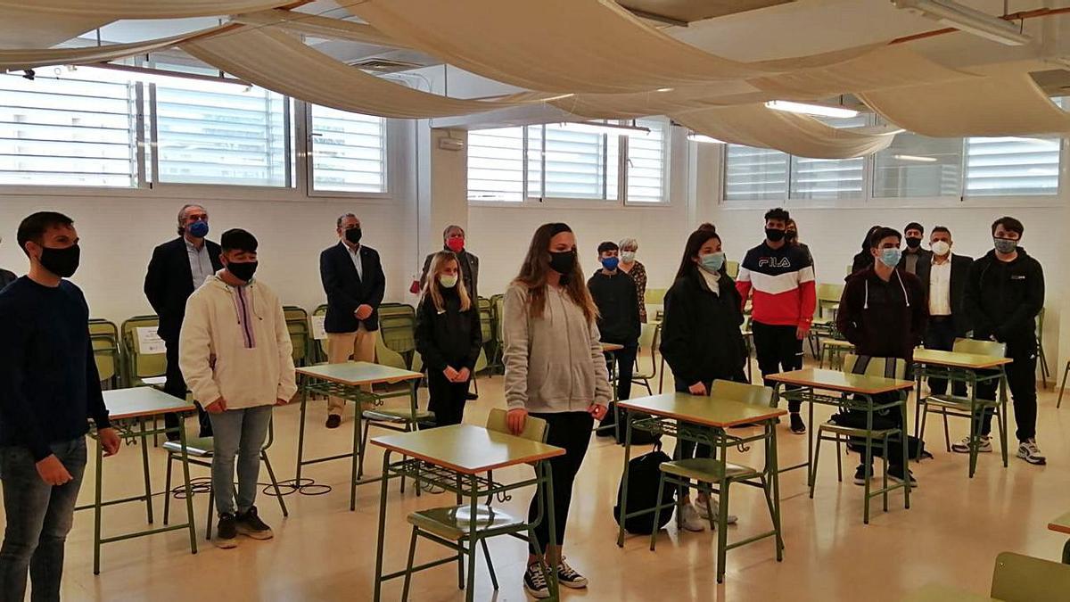 Políticos y alumnos compartieron experiencias sobre el uso de internet.