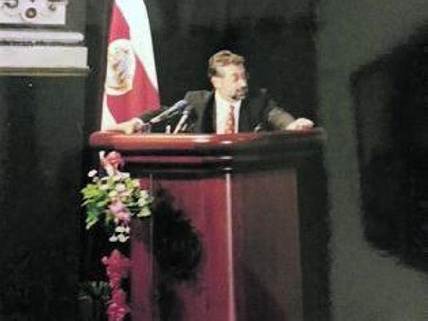 López-Acuña, durante una intervención en Costa Rica