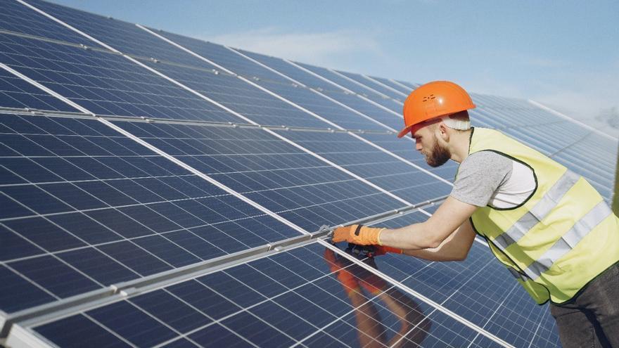 El Gobierno concede ayudas a proyectos de renovables para reducir la factura energética