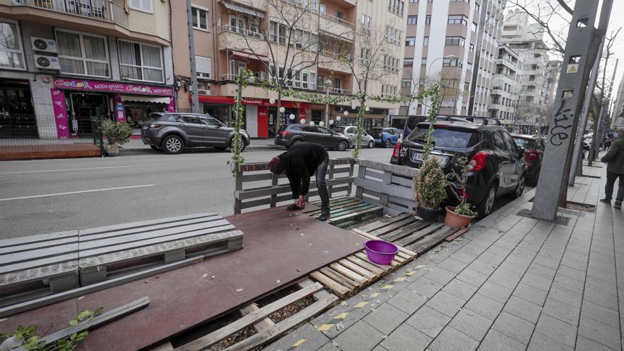 Cort no sancionará de momento a las terrazas con tarima que no se retiren