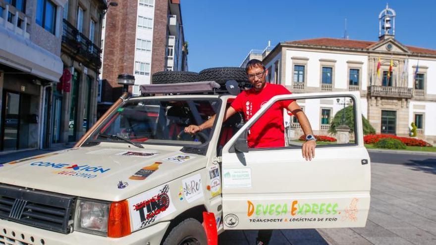 Dos vilagarcianos de rally por el desierto en un Fiat Panda