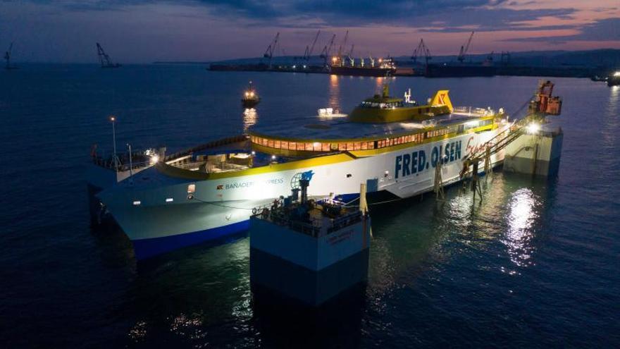 El Bañaderos Express, durante su puesta a flote en Filipinas, varias semanas atrás.