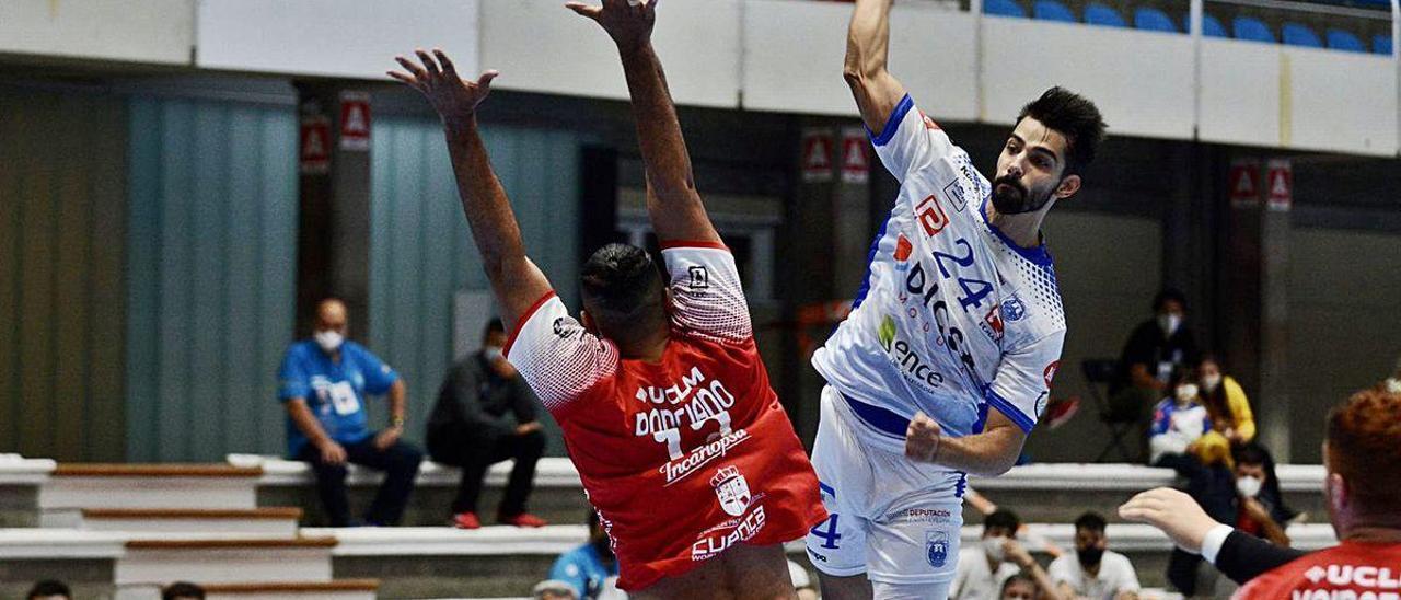 Duelo Cisne-Cuenca del día 4, tras el que hubo positivos en ambos equipos.