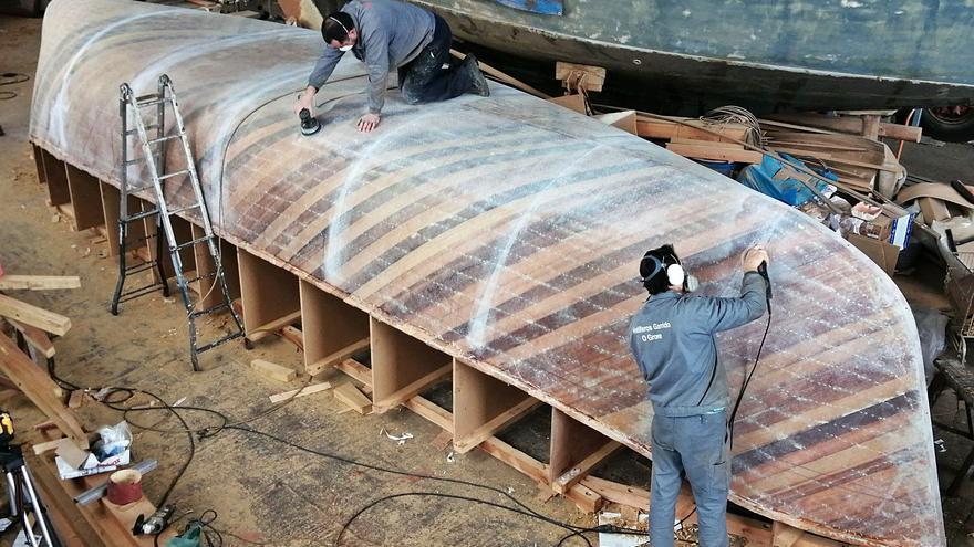 El bote de 1850 que se construye en O Grove para Cataluña estará listo en abril